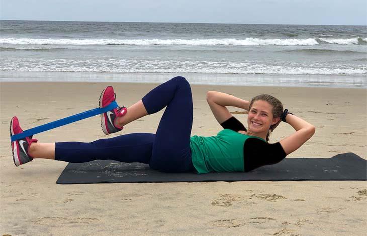 حرکات ورزشی با کش برای شکم و پهلو