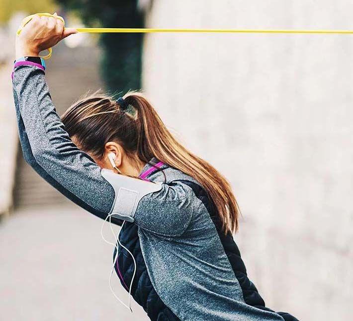 تمرینات ورزشی با کش برای خوش فرم شدن و لاغری بازو