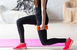 بهترین تمرینات پایین تنه با دمبل در خانه برای خانمها